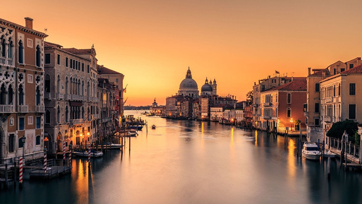Dawn on Venice Wallpaper Mural Additional Thumbnail