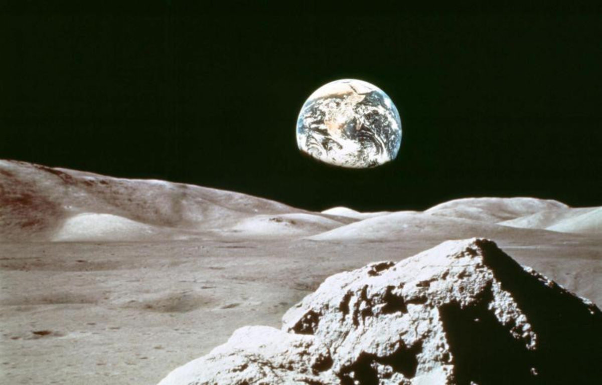 Earthrise Wallpaper Mural Additional Thumbnail
