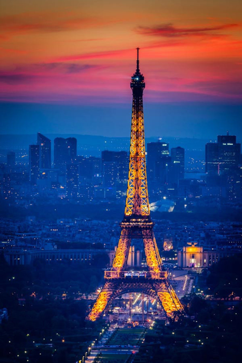 Eiffel Tower at Twilight Mural Wallpaper Additional Thumbnail