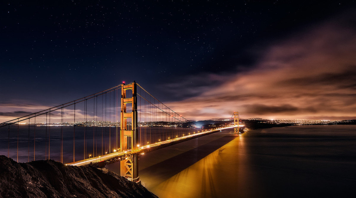 Golden Gate to Stars Wallpaper Mural Sample
