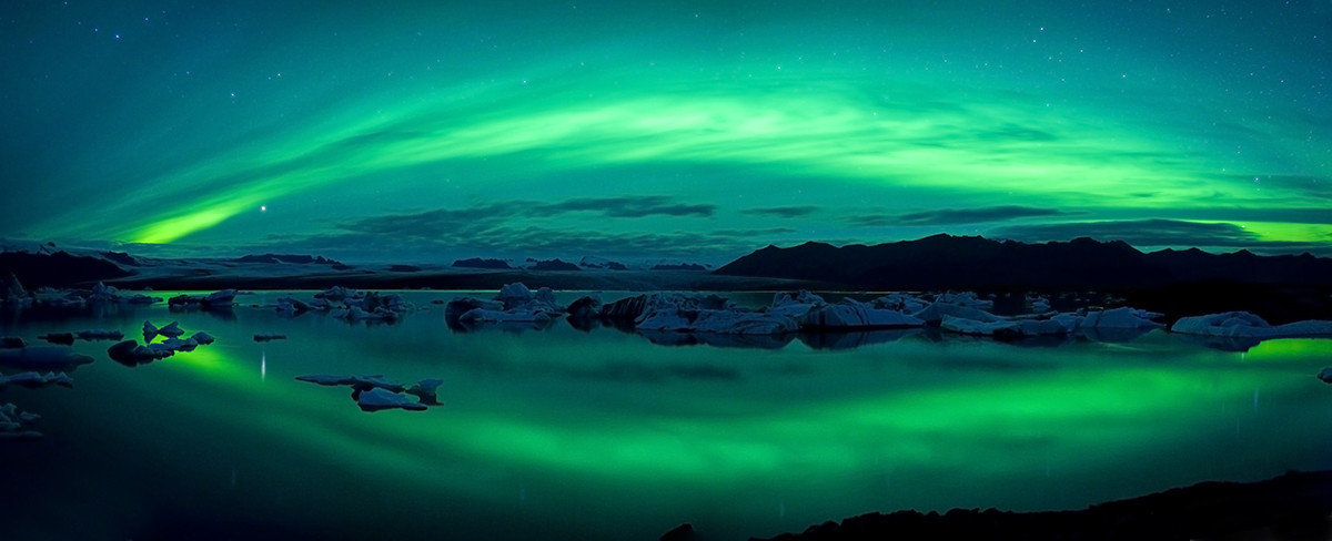 Northern Lights Over Jokulsarlon Lagoon Wall Mural Sample