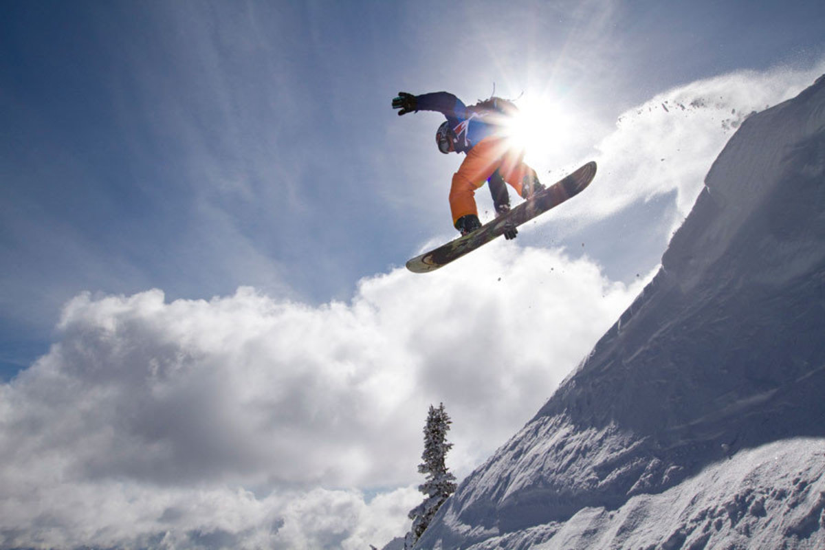 Snowboarding on a Sunny Day Wall Mural Sample