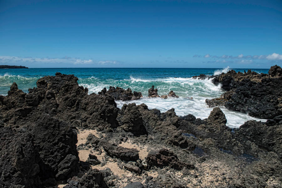 The Volcanic Rocky Beaches Near Wilea on Maui, Hawaii, USA Mural Wallpaper Additional Thumbnail